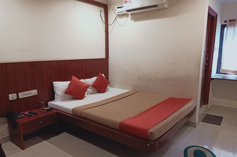 Hotel Neem Tree- Triple Bed AC Room