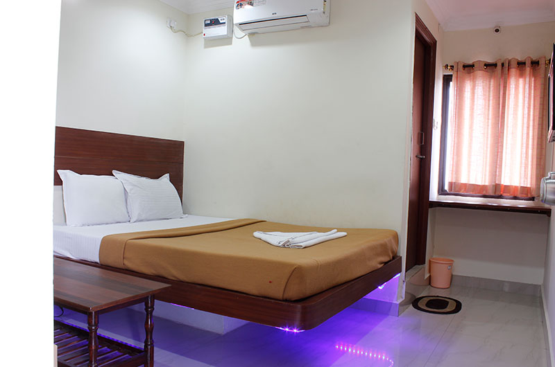 Hotel Neem Tree- Deluxe AC Room-5