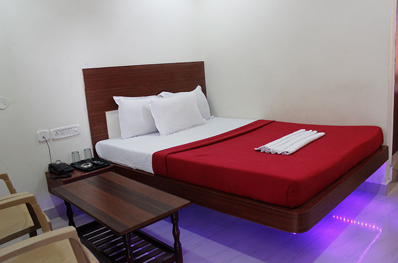 Hotel Neem Tree- Deluxe AC Room-7